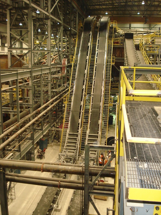 HIGH ANGLE CONVEYOR SOLUTIONS WITH DOS SANTOS INTERNATIONAL