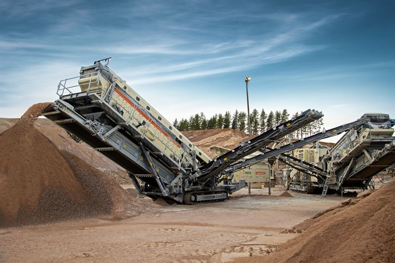 Metso introduces new large-capacity Lokotrack ST4.10 mobile screen to North American aggregate markets