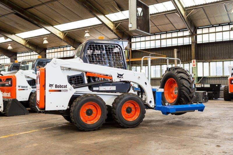 Tyre-handling is safe and easy with the latest Bobcat attachment