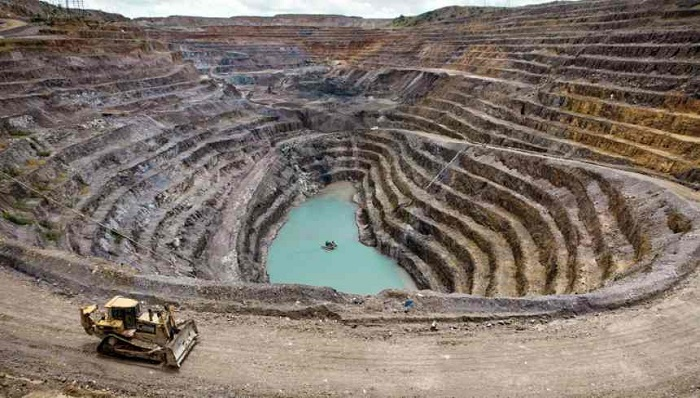 Glencore's Katanga mine ceases sales citing traces of nuclear fuel uranium in site