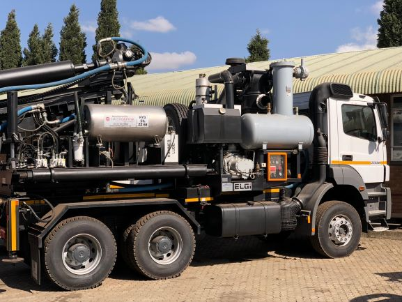 A breath of fresh air - customised compressed air solutions for pole hole drill rigs from Integrated Air Solutions
